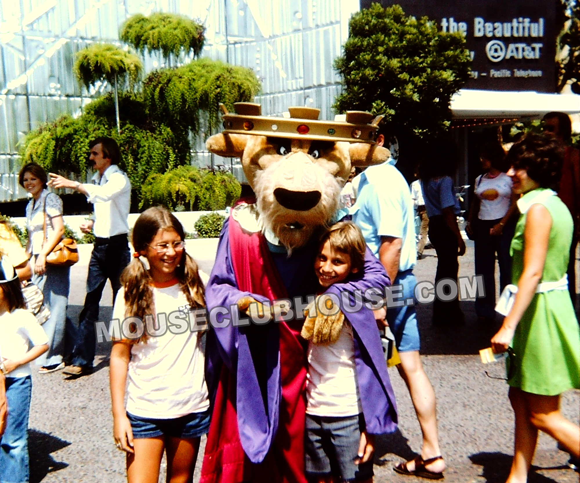Tomorrowland in Disneyland 1975, Prince John in front of America the Beautiful