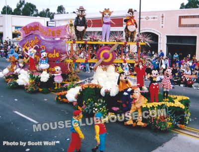 Chip, Gadget, Dale and other Disney character on board a unit in the pre-show of the 1993 Tournament of Roses parade
