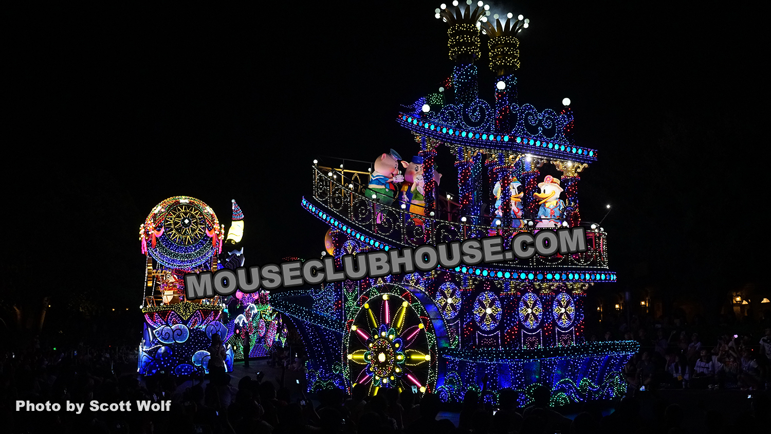 "Tokyo Disneyland Electrical Parade Dream Lights ""it's a small world"" finale"